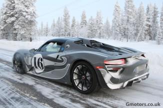 Porsche 918 Spyder in de sneeuw 2